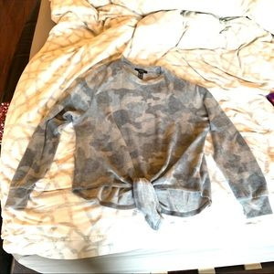 FOREVER 21 F21 BRUSHED CAMO TIE HEM TOP SHIRT TEE